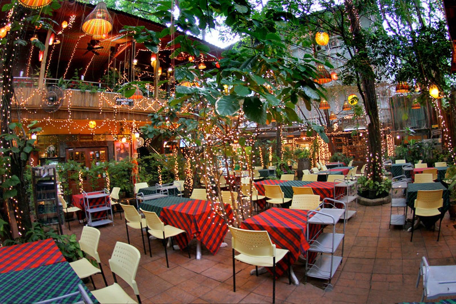 THAILANDE - Bangkok - Cabbages _ Condoms Restaurant and Gifrt shop